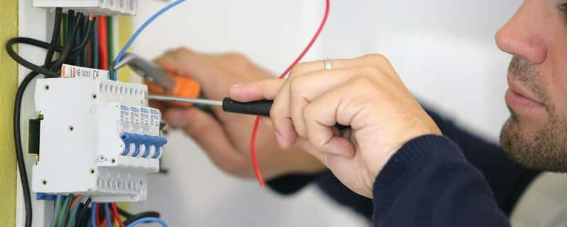 Cómo solucionar las averías eléctricas más comunes - quemeparece