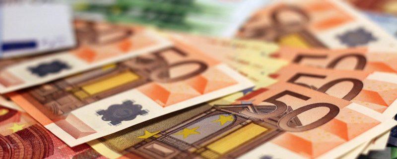 dinero electrónico y efectivo